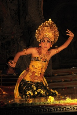 Beautiful Lagong dancer