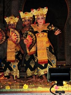 Lagong dancers
