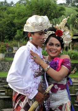 wedding rehearsal couple at Tirtagangga