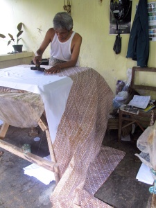 The Perang motif being printed on to metres of cotton.