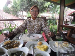 Yanti, relaxing after lunch for a few minutes before Borobudur.