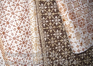 Nitik designs based on a geometric grid. Most skilled batik artisans work free hand with only a ruled grid as a guide.