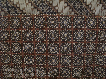 Nitik shown in the Danar Hadi Batik Museum.