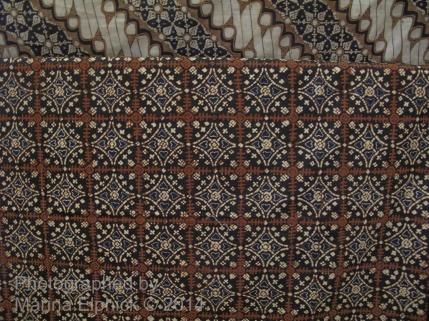 Nitik shown in the Danar Hadi Batik Museum.