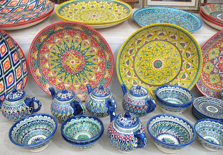 Ceramics with traditional decoration. Uzbekistan.
